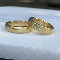 These rings were made On my Wedding Ring Workshop in wax and engraved with freestyle folk pattern outside and ancient Mesopotamian script inside. Unusual Wedding Rings, Wedding Ring Styles, Wedding Bands, Easy Pumpkin Carving, Carving Pumpkins, Commitment Rings, Wax Ring, How To Make Rings, Carving Designs