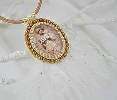 charoit / Vintage náhrdelník vyšívaný so pštrosími pierkami