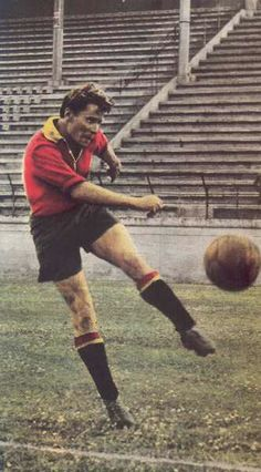 Alcides Ghiggia of AS Roma & Uruguay in As Roma, Image Foot, 1950s, Classy, Football, Running, Sport, Fashion, Soccer Pictures