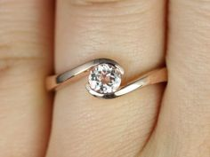 Vadim 5mm 14kt Rose Gold Round Morganite Single Twist