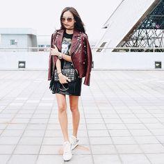 #孫芸芸 搶先穿上Coach 2017春季系列女裝現身於機場鉚釘皮短外套Elvis上衣及短裙配搭以鉚釘鑲嵌的Dinky 手袋一起和我們前往紐約啦#NYFW #fashion #newyork @coach #fashionweek #nyc #newyork via VOGUE TAIWAN MAGAZINE OFFICIAL INSTAGRAM - Fashion Campaigns Haute Couture Advertising Editorial Photography Magazine Cover Designs Supermodels Runway Models