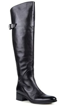 Prioritising both trends and quality leather, Mi Piaci offers a designed and curated range of fashionable boots, heels, shoes and handbags from Italy, Spain and beyond. Winter Looks, Winter Style, Fashion Boots, Women's Fashion, Winter Must Haves, Knitting Accessories, Beauty Full, Winter Wear, Over The Knee Boots