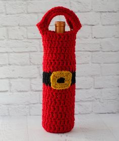 Crochet Handbags Crochet Santa Wine Cozy - Love this fun and easy Santa wine cozy crochet pattern! Suddenly bringing that bottle of wine got a whole lot more fun! Also great for gift giving. Crochet Christmas Cozy, Crochet Santa, Crochet Christmas Decorations, Crochet Cozy, Christmas Crochet Patterns, Crochet Geek, Easy Crochet Patterns, Crochet Gifts, Crochet Angels