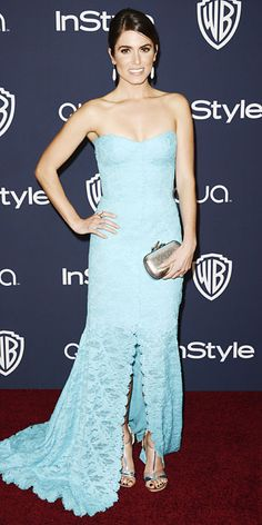 Nikki Reed wearing a turquoise lace strapless Monique Lhuillier gown, with drop earrings, a silver Diane von Furstenberg minaudiere, and silver Stuart Weitzman sandals. Marchesa, Elie Saab, Harajuku Fashion, Fashion Outfits, Fashion Trends, Stuart Weitzman Sandals, Nikki Reed, Red Carpet Looks, Looking Gorgeous