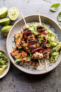 honey lime chicken Grilled Chili Honey Lime Chicken and Sweet Potatoes with Avocado Salsa. Grilled Chili Honey Lime Chicken and Sweet Potatoes with Avocado Salsa Kebab Recipes, Grilling Recipes, Cooking Recipes, Healthy Recipes, Healthy Grilling, Cooking Games, Rib Recipes, Avocado Recipes, Steak Recipes