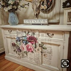 "Obtain excellent suggestions on ""shabby chic furniture painting"". Decoupage Furniture, Refurbished Furniture, Paint Furniture, Repurposed Furniture, Shabby Chic Furniture, Furniture Projects, Vintage Furniture, Home Furniture, Furniture Design"