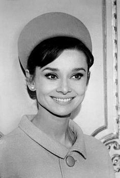 Audrey Hepburn, love her smile! Katharine Hepburn, Audrey Hepburn Born, Audrey Hepburn Photos, Golden Age Of Hollywood, Hollywood Stars, Classic Hollywood, Old Hollywood, Bette Davis, True Beauty