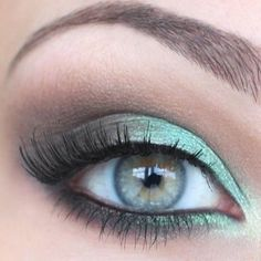 Mint smokey eye. So pretty!  If anyone knows the photo source let us know.