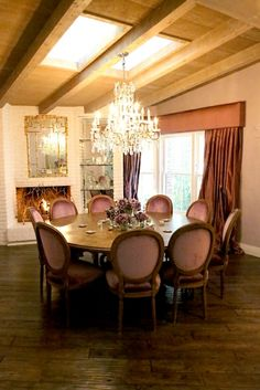 beautiful dining room of Kyle Richards . love the big circle dining table and rustic floors ༺༺ 🏡 ❤ ℭƘ ༻༻ Circle Dining Table, Round Dining, Fine Dining, Dining Area, Bel Air House, Kyle Richards, Beautiful Dining Rooms, Beautiful Homes, Celebrity Houses