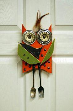 Owl hanging wall art, Original Found Object Art, Reclaimed wood art recycled art. Wood Block Crafts, Metal Crafts, Owl Kids, Wood Owls, Owl Pet, Reclaimed Wood Art, Wood Scraps, Found Object Art, Owl Crafts
