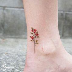 Flores con Frutos - Tatuajes para Mujeres. Encuentra esta muchas ideas mas de Tattoos. Miles de imágenes y fotos día a día. Seguinos en Facebook.com/TatuajesParaMujeres!