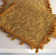 runner-damasco-oro-.Maravica cucito a mano barocco siciliano oro