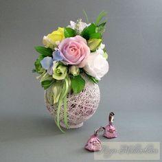 Bellas decoraciones con esferas de hilo - Dale Detalles Candy Flowers, Fake Flowers, Diy Flowers, Paper Bouquet, Candy Bouquet, Chocolate Flowers Bouquet, Small Flower Arrangements, Edible Bouquets, Diy And Crafts