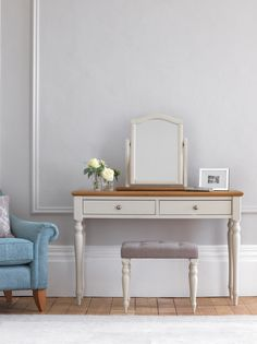 With painted wood and natural oak, The Chalbury Collection looks fabulous in both character and contemporary homes. Enduringly stylish white dressing table with contrasting oak veneer top, two soft close drawers, turned leg detailing, matching mirror and upholstered stool.