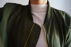 Slick jacket, dark green, white turtleneck