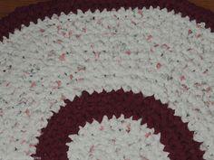"Hand Made Crochet Rag Rug ~NEW 32"" DEEP BURGANDY CHERRY & ROSE BUDS ~ ADORABLE"