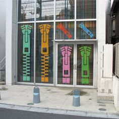 """#Wallsticker in #Tokyo - Omotesando (1)  """"Zip"""" size XL (cm 58x260), monocolor."""