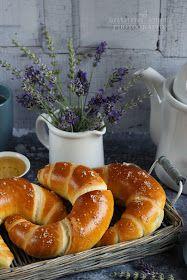 ...konyhán innen - kerten túl...: Vajas kifli Ring Cake, Weekly Menu, Bagel, Scones, Food To Make, Food And Drink, Homemade, Cookies, Baking