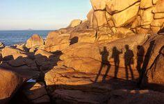 4 ombres sur la côte de Granit rose #voyage #travel #traveling #travelgram #teamtravelers #bestdestinations #picoftheday #landscape #ploumanach by chris_voyage #travel