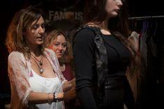 La diseñadora Ángeles Esparza ultimando detalles antes del desfile