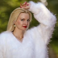 Fuzzy 100% hand knitted mohair sweater in white, size S, M, L, XL