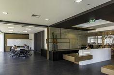 Sliding doors to enlarge conference space for big groups - ThomsonAdsett Brisbane Studio
