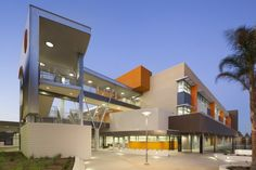 Designed to serve a growing community, LAUSD's Elementary School (ES) began with a simple goal: create an open, welcoming campus for students while maximi. Architecture Quotes, Concept Architecture, School Architecture, Modern Architecture, School Building, International School, School Design, Elementary Schools, Exterior Design