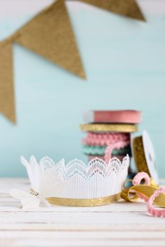 This DIY lace crown//
