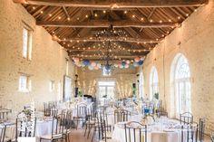 Mariage champêtre chic. Bleu, or, pastel. Deauville. Guirlandes. Lanternes. ©Les crâneuses, wedding planner & designer.