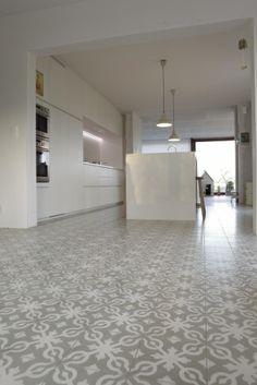 Portuguese Tile, Tegelvloer Keuken, Kitchens Floors, Keukenvloer Grijs ...