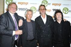 Rick Wakeman junto a Tony Banks, Mike Rutherford y Steve Hackett de Genesis el dia de la entrega de los Prog Awards 2012.