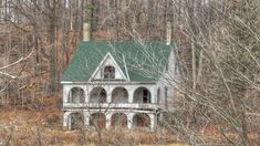 Saw this house explored on TikiTrex! The Cedars. An old abandoned house along the Thames river in Springbank Park Abandoned Buildings, Abandoned Property, Old Abandoned Houses, Old Buildings, Abandoned Places, Abandoned Castles, Old Mansions, Abandoned Mansions, Beautiful Architecture
