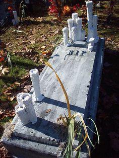 21 easy diy outdoor halloween decorating ideas - Diy Outdoor Halloween Props