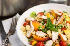 Couscous met perzik, kip en cherrytomaten - Koken met Aanbiedingen
