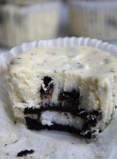 Oreos & Cream Cheesecake Cupcakes