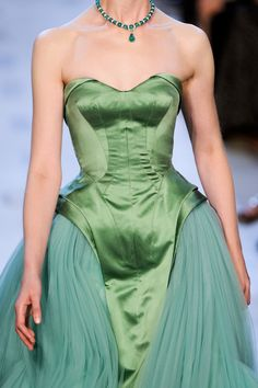 Zac Posen couture corset dress Brand :) x Haute Couture Style, Couture Mode, Couture Fashion, Runway Fashion, High Fashion, Gothic Fashion, Zac Posen, Glamour, Pretty Outfits