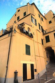 Imperia, Porto Maurizio, centro storico del Parrasio, part.