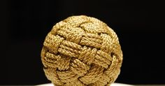 I have been admiring a bunch of wonderful and very large globe knots that people have been posting on Knot Heads World Wide and also th...