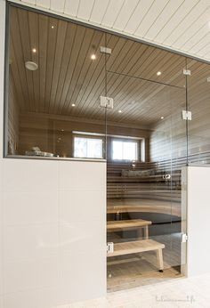 Kannustalo, Sauna Modern Saunas, Portable Steam Sauna, Sauna Design, Finnish Sauna, Spa Rooms, Home Spa, Glass House, Dream Decor, Beautiful Bathrooms