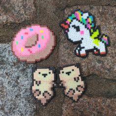 As encomendinhas fofas que foram entregues! Em breve teremos mais o/ #dunuts #unicorn #otters #rainbow #unicornio #seaotter #lontra #holdinghands #perler #perlerbeads #pixelart