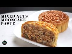 How to make mixed nuts paste for a healthier Mooncake Nut Recipes, Pastry Recipes, Cake Recipes, Florentine Cookies, Chinese Moon Cake, Mooncake Recipe, Pudding Desserts, Recipe Mix, Asian Desserts