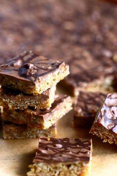 Helpot, sitkeät kaura-suklaapalat - Suklaapossu Something Sweet, Healthy Baking, Sweet Tooth, Deserts, Food And Drink, Sweets, Candy, Cookies, Chocolate