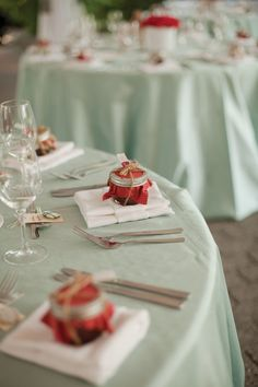 ....if I could do my wedding over, it's be mint and red themed