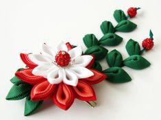 Kanzashi Stoff Blume Haarspange mit fällt.  Rot, weiß und grün. Rot-Kanzashi Blume Clip. Japanische Blumen-Clip. Geishas Haare Stück.