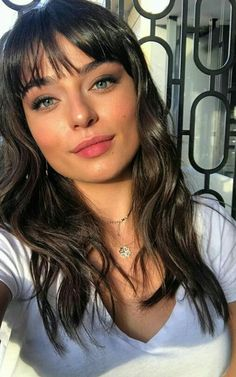 Turkish Women Beautiful, Turkish Beauty, Beautiful Girl Image, Beautiful Eyes, Most Beautiful Women, Hairstyles With Bangs, Pretty Hairstyles, Actress Without Makeup, Haircut And Color