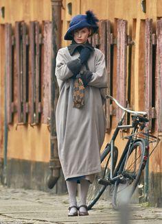 Eddie Redmayne as Elinar Wegener (Lili Elbe) in The Danish Girl, a new movie about a transgender pioneer. Eddie Redmayne, Movie Costumes, Girl Costumes, Transgender, Lili Elbe, Girls Toms, The Danish Girl, Cycle Chic, Annie Leibovitz