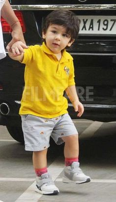 Taimur Ali Khan shines bright in yellow Boys Dress Outfits, Trendy Boy Outfits, Boys Summer Outfits, Baby Boy Outfits, Kids Outfits, Toddler Outfits, Stylish Little Boys, Stylish Baby, Stylish Kids