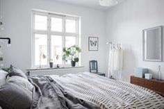 Mint green sofa in a light home Dream Bedroom, Home Bedroom, Bedroom Decor, Light Bedroom, Scandinavian Interior Bedroom, Scandinavian Apartment, Minimalist Bed, Bookshelves In Bedroom, Bedroom Corner