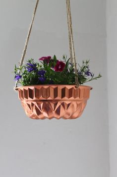 copper cake mold made into a plant pot Hanging Flower Pots, Hanging Planters, Bundt Cake Pan, Cake Pans, Herb Garden Planter, Jello Molds, Light Crafts, Cake Mold, Upcycled Vintage