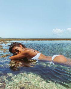 """Ana Carolina P. Tavares no Instagram: """"Planejando meus desejos pra 2019: mais um milhão de piscininhas dessas 🙏🏼😂💕"""" Beach Photography Poses, Beach Poses, Summer Photography, Best Photo Poses, Girl Photo Poses, Summer Pictures, Beach Pictures, Poses For Pictures, Foto Pose"""